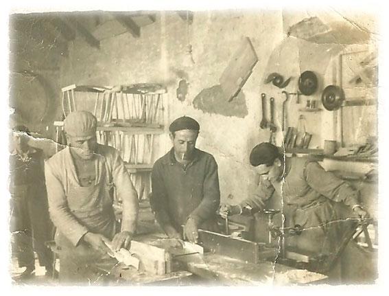 Carpinteros Trabajando Década de los 50 en Daimiel Fanega