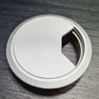 Pasacables gris-plata abierto